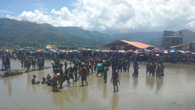 People taking part in tug of war during Ropain Festival in Pokhara on Wednesday. Picture: Recentfusion.com